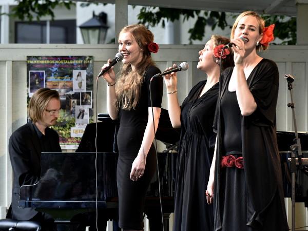 Red hot mamas (Hannah Tolf, Elina Ryd och Sanna Hogman) & Matti Ollikainen