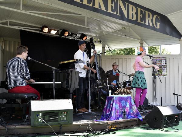 Familjen Svängsson bjöd på jazz för banr i alla åldrar